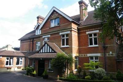 2 Bedrooms Flat for rent in Camberley
