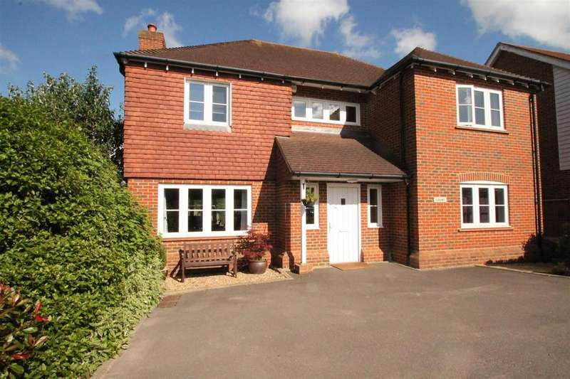 5 Bedrooms Detached House for sale in Pleasant Valley Lane, East Farleigh, Maidstone