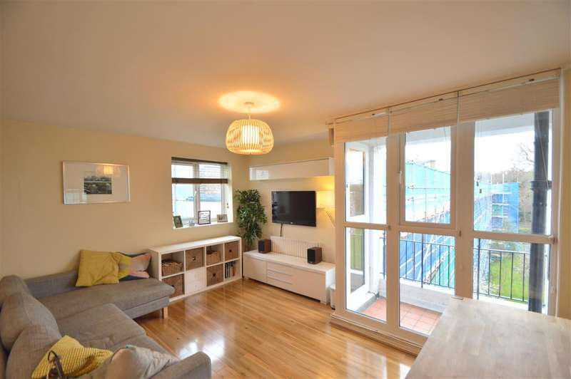 3 Bedrooms Apartment Flat for sale in Innes Gardens, London