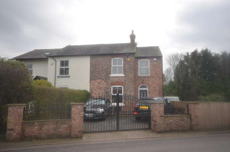 3 Bedrooms Semi Detached House for sale in Wood Lane, Timperley, Altrincham WA15
