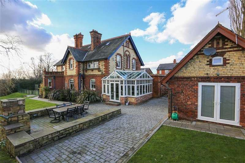 6 Bedrooms Detached House for sale in Glossop Road, Marple Bridge, Cheshire