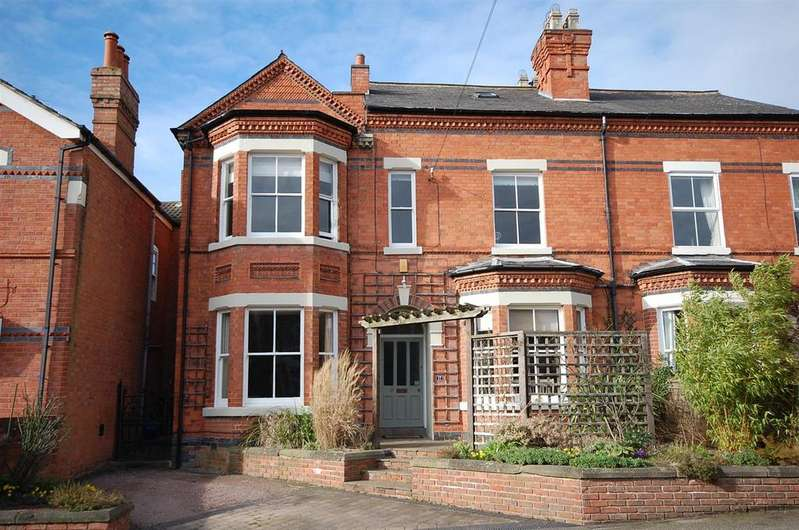 4 Bedrooms Semi Detached House for sale in Bingham Road, Radcliffe-On-Trent, Nottingham