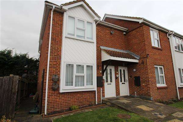 2 Bedrooms Maisonette Flat for sale in Yew Tree Court, Elstree