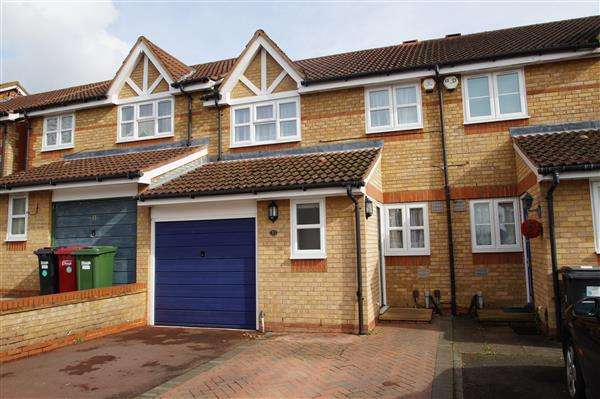 3 Bedrooms Terraced House for sale in Lovegrove Drive, Slough
