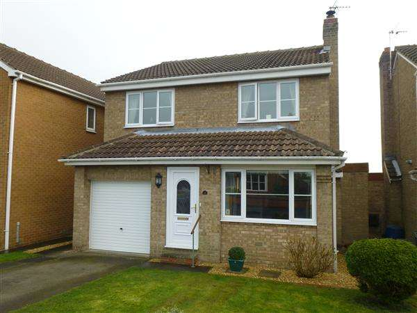 4 Bedrooms Detached House for sale in Hall Farm Close, Riccall, York