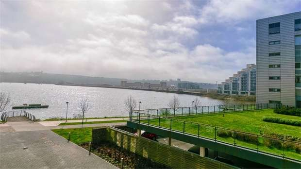 2 Bedrooms Flat for sale in Davaar House, Prospect Place, Cardiff Bay, Cardiff