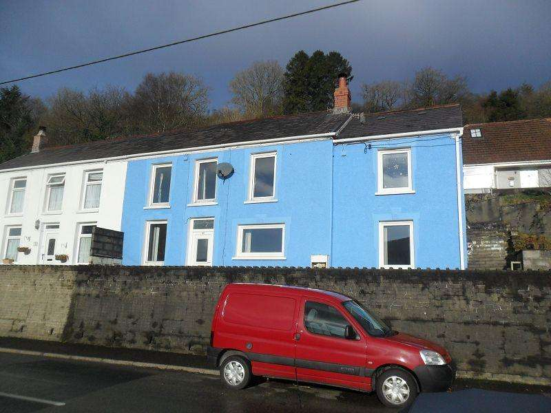 3 Bedrooms Semi Detached House for sale in Graig Road, Godrergraig, Swansea.
