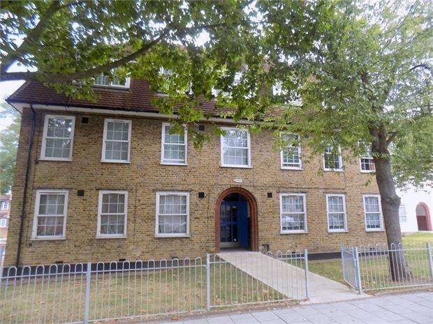 2 Bedrooms Ground Flat for sale in Dunfield Road, Catford, London, SE6 3RG