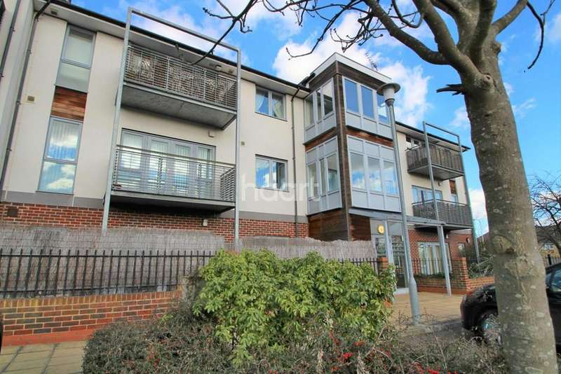 2 Bedrooms Flat for sale in Thistledown Court, Basildon