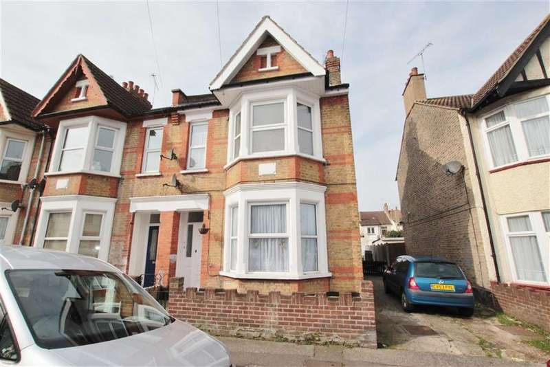 2 Bedrooms Flat for sale in Electric Avenue, Westcliff-On-Sea, Essex
