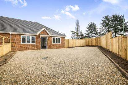 2 Bedrooms Bungalow for sale in Bungay, Suffolk
