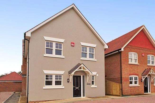 3 Bedrooms Detached House for sale in Chidham Place, Main Road, Chidham, PO18
