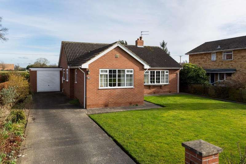 3 Bedrooms Bungalow for sale in Greenside Walk, Dunnington, York
