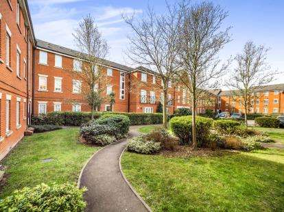 2 Bedrooms Flat for sale in Hevingham Drive, Romford
