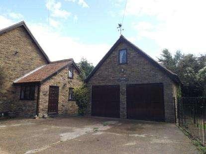 4 Bedrooms Detached House for sale in Fen Lane, North Ockendon, Upminster