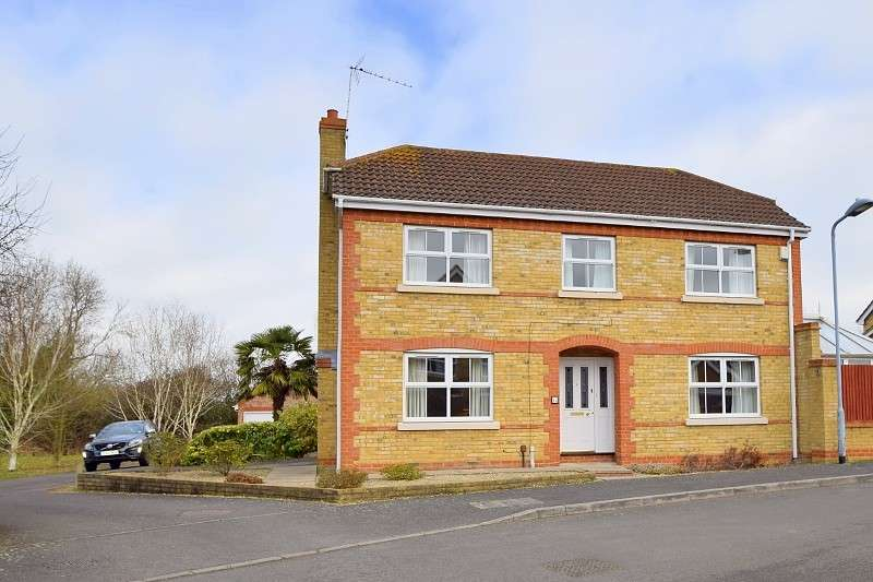 4 Bedrooms Detached House for sale in The Limes, Windsor, SL4