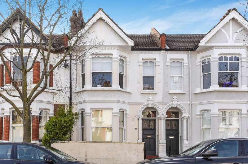 1 Bedroom Flat for sale in Pulborough Road, Southfields.