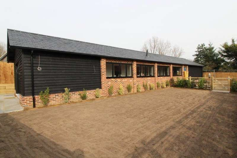 3 Bedrooms Detached Bungalow for sale in Bassett Lodge, Brentwood, Essex, CM13