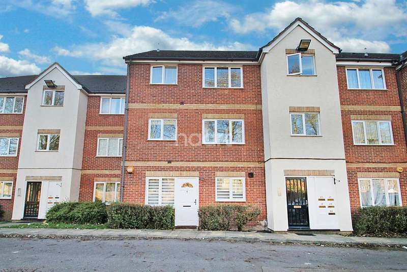 2 Bedrooms Flat for sale in Fenman Gardens, Ilford, Essex