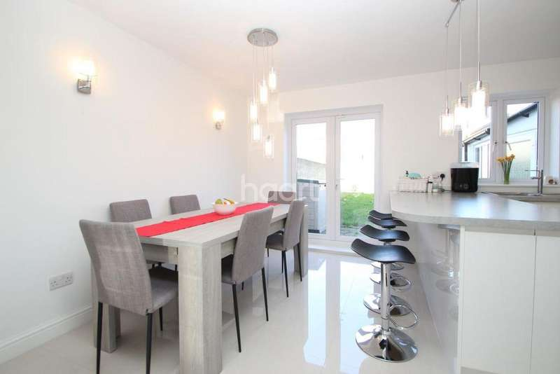 3 Bedrooms Terraced House for sale in Sandal Street, Stratford, London, E15