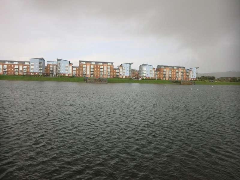 2 Bedrooms Flat for sale in Cwrt Westfa, Pentre Doc Y Gogledd, Llanelli.