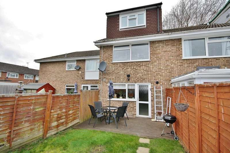 3 Bedrooms Terraced House for sale in Goldsworth Park, Surrey