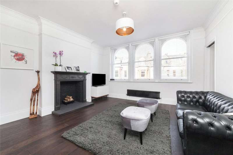 3 Bedrooms Flat for sale in Clissold Crescent, Stoke Newington, London