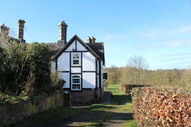 2 Bedrooms Cottage House for sale in 3 Pickstock, Newport, Shropshire, TF10 8AH