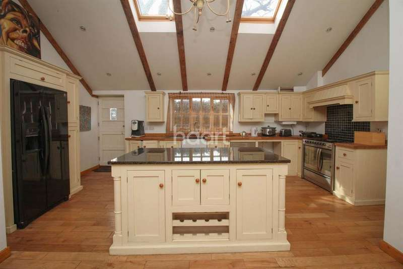 5 Bedrooms Detached House for sale in Norwich