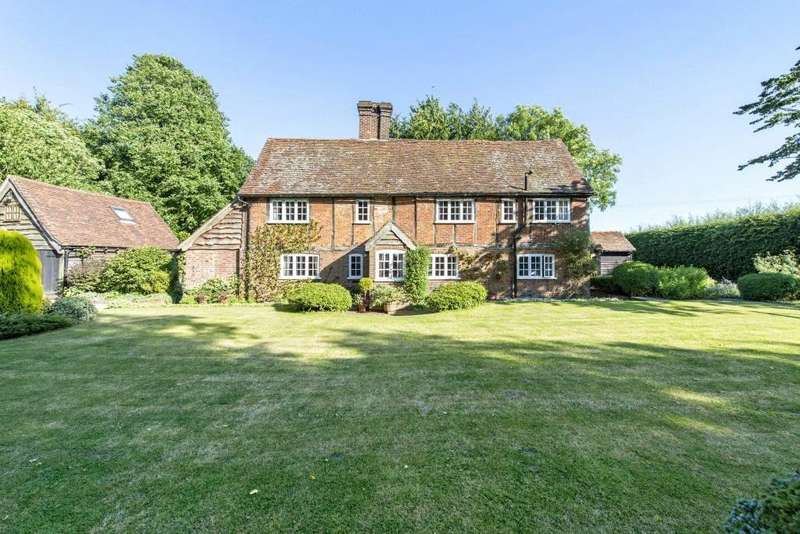5 Bedrooms Detached House for sale in Bradden Lane, Gaddesden Row, Hemel Hempstead, Hertfordshire, HP2