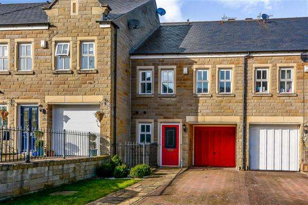 4 Bedrooms Terraced House for sale in College Drive, Ilkley