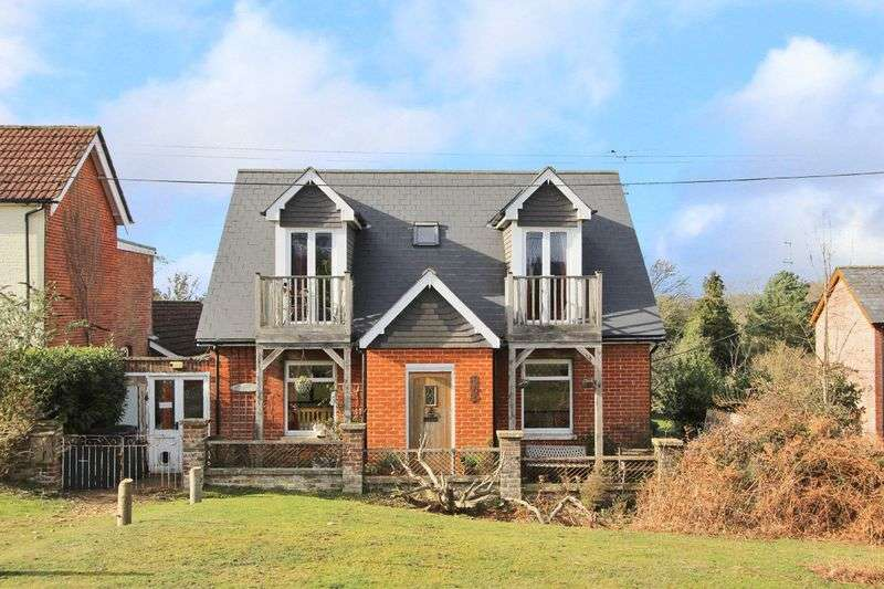 3 Bedrooms Detached House for sale in Nomansland