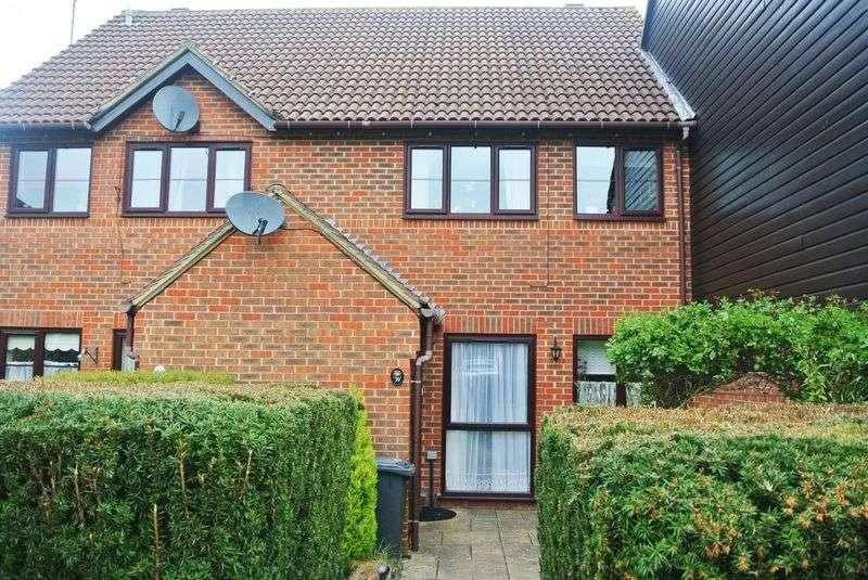 1 Bedroom Flat for sale in Binfields Close, Lychpit
