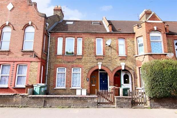 3 Bedrooms Maisonette Flat for sale in Chingford Road, Walthamstow, London