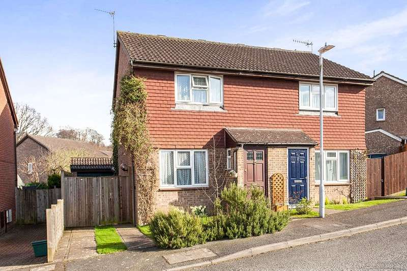 3 Bedrooms Semi Detached House for sale in Green Way, Tunbridge Wells, TN2