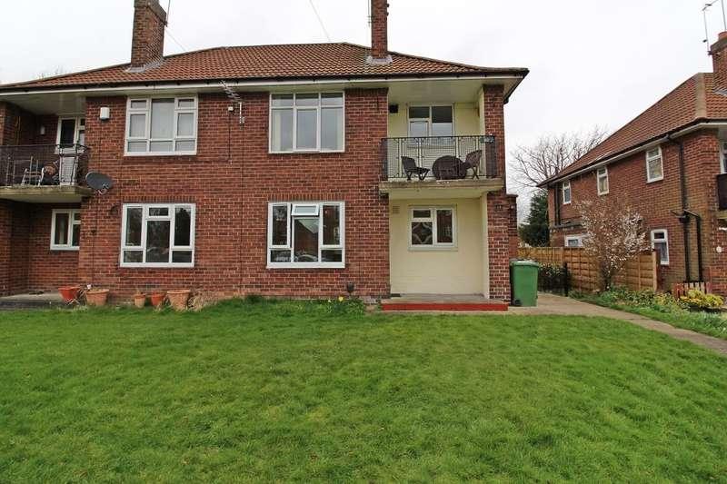 1 Bedroom Flat for sale in Fieldhouse Drive, Leeds, LS17
