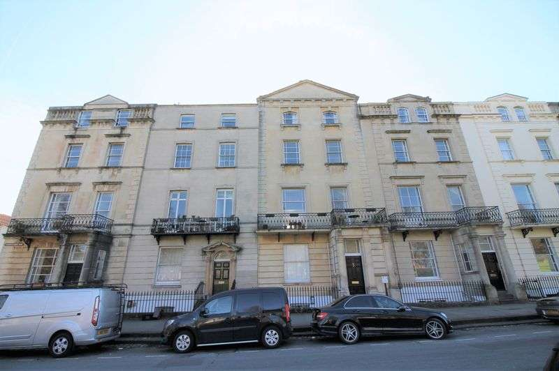 3 Bedrooms Flat for rent in Gloucester Row, Clifton, Bristol