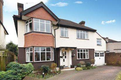 3 Bedrooms Detached House for sale in The Mead, West Wickham