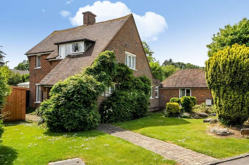 3 Bedrooms Detached House for sale in Creek End, Fishbourne, PO19