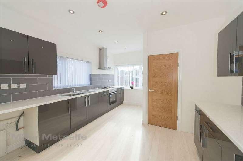 2 Bedrooms Detached Bungalow for sale in Staveley Avenue, Sharples, Bolton, Lancashire