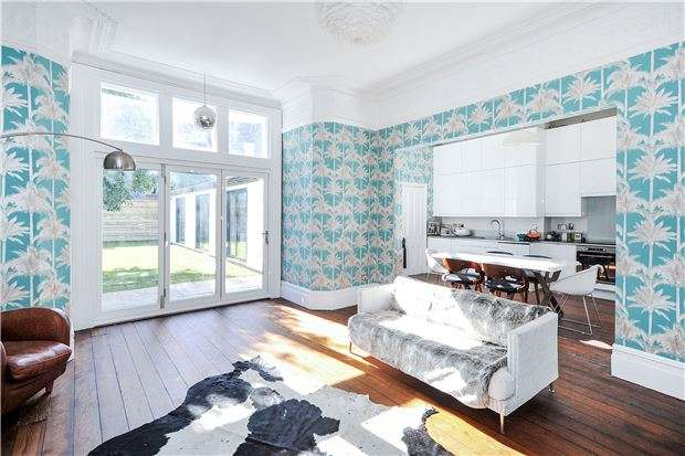 3 Bedrooms Flat for sale in Hall Floor Garden Apartment, Linden Road, Westbury Park, Bristol, BS6 7RJ