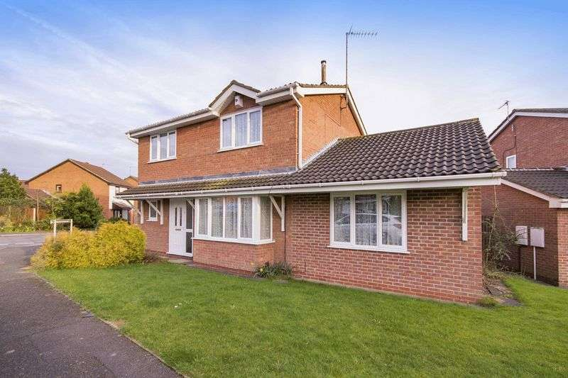 4 Bedrooms Detached House for sale in KINGSCLERE AVENUE, OAKWOOD