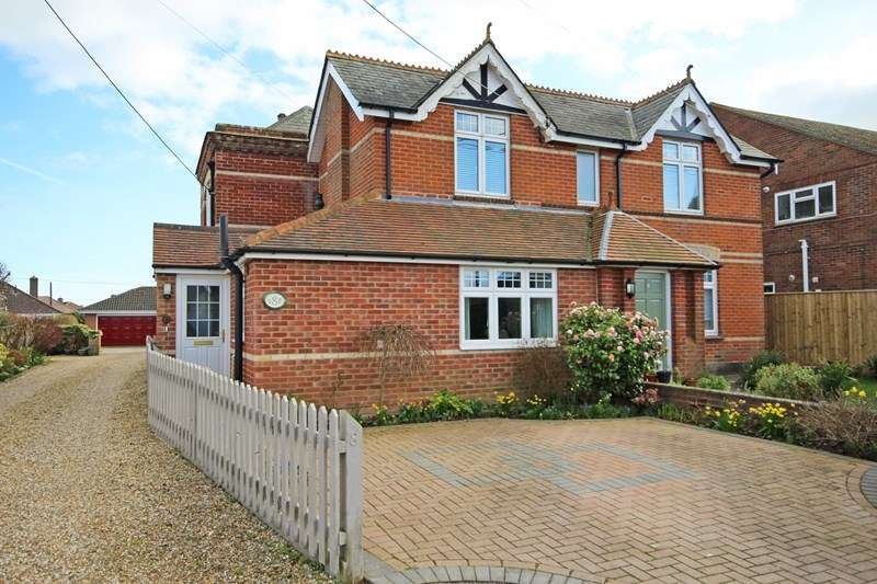 3 Bedrooms Flat for sale in Southern Lane, Barton-on-Sea, New Milton