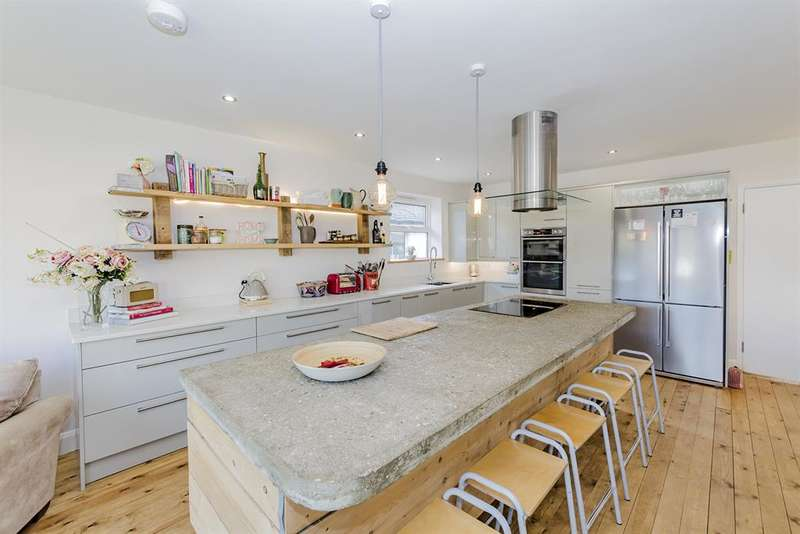 5 Bedrooms Detached House for sale in Wellesley Avenue, Goring By Sea, West Sussex, BN12 4PN