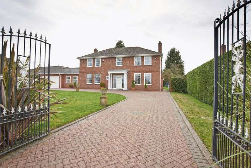 4 Bedrooms Detached House for sale in Overlooking the Common, Lower Broadheath, Worcestershire
