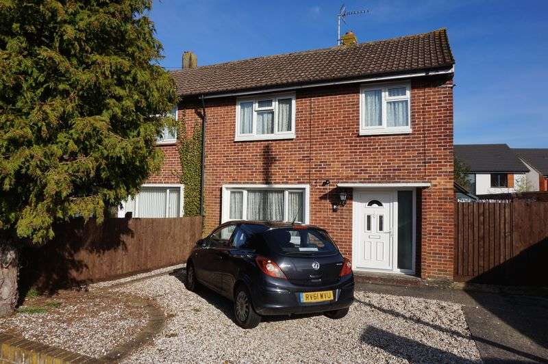 3 Bedrooms Semi Detached House for sale in Blyth Avenue, Thatcham