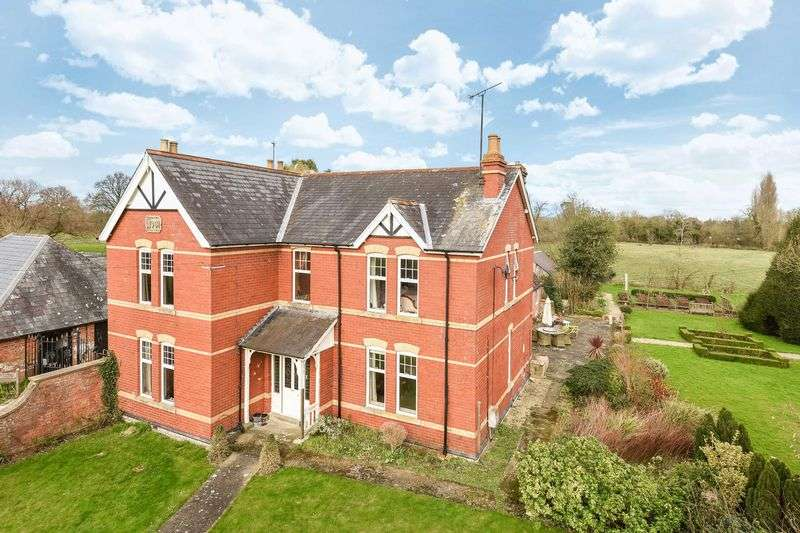 4 Bedrooms Detached House for sale in Breadstone, Berkeley