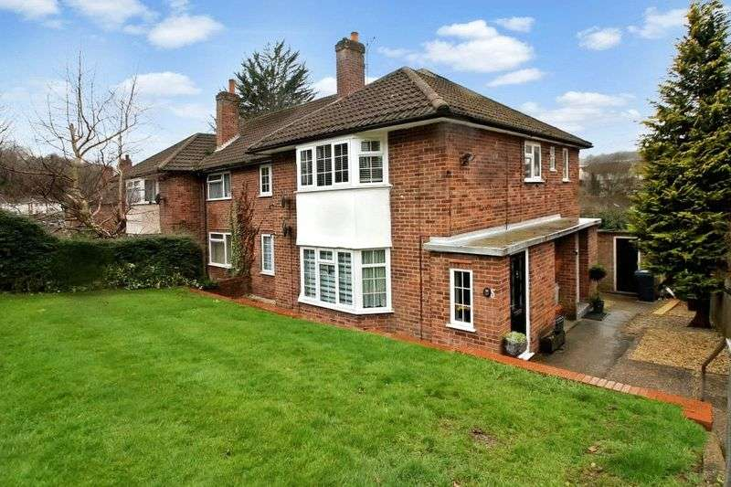 2 Bedrooms Flat for sale in Herbert Road, High Wycombe