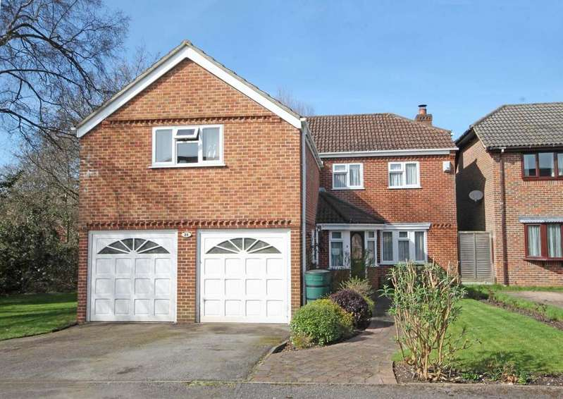 4 Bedrooms Detached House for sale in Orwell Crescent, Titchfield Common PO14