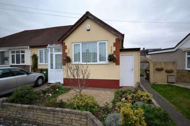 3 Bedrooms Bungalow for sale in Woodside Close, Bexleyheath, DA7